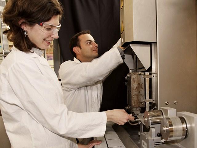 Outils de mise en forme - Rhéologie : Extrudeuses DSM, Presse à injecter, Banc atomisation (spray) instrumenté avec caméras rapides